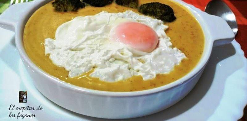 Crema de Calabaza y Brócoli con Huevo Escalfado