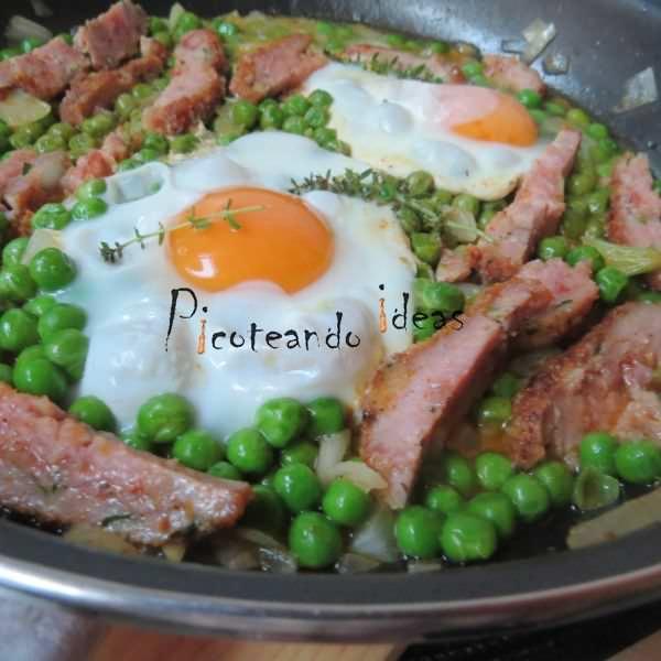Guisantes con Huevos a la Sartén