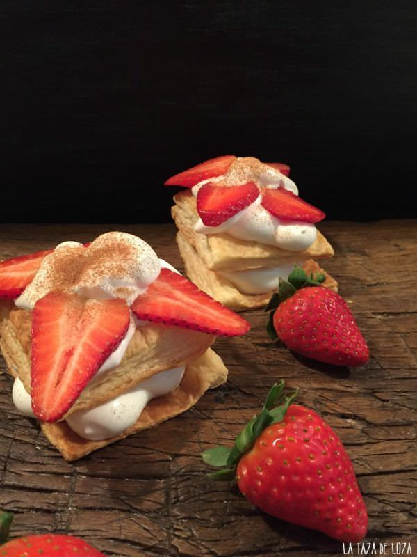 Milhojas de Merengue Suizo con Fresas