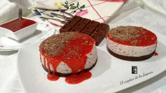 Mousse de Stracciatella con Fresa y Chocolate
