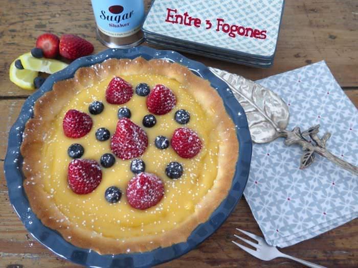 Tarta de Crema de Limón con Fresas y Arándanos
