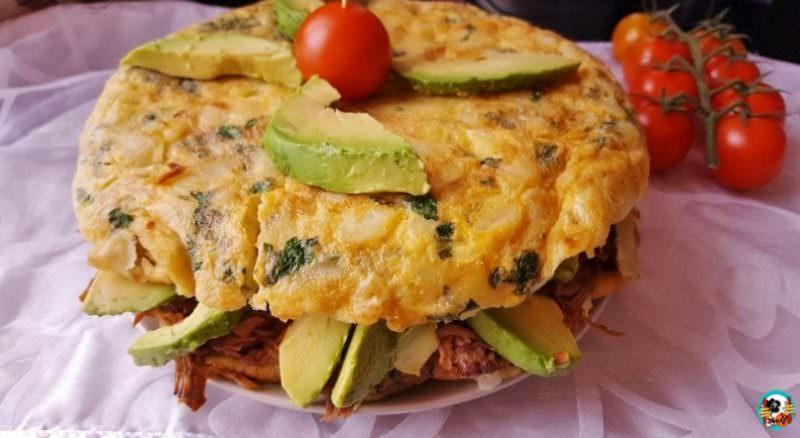 Tortilla Rellena de Carne Mechada