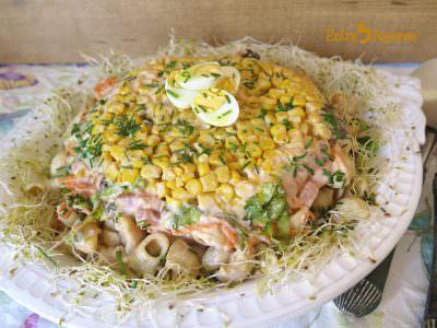 Ensalada de Pasta Corta con Vegetales y Salsa Rosa