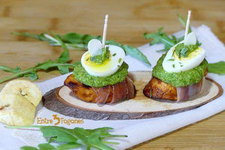 Montaditos de Plátano Macho con Pesto de Rúcula y Jamón Serrano