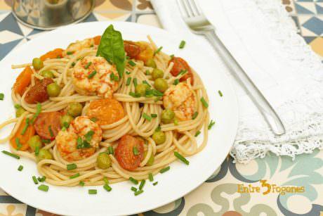 Espaguetis Integrales con Tomate Cherry y Gambones al Curry