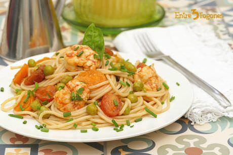 Receta Espaguetis Integrales con Tomate Cherry y Gambones al Curry