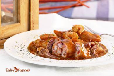 Receta Calamares Rellenos de Gambas en Salsa Roja