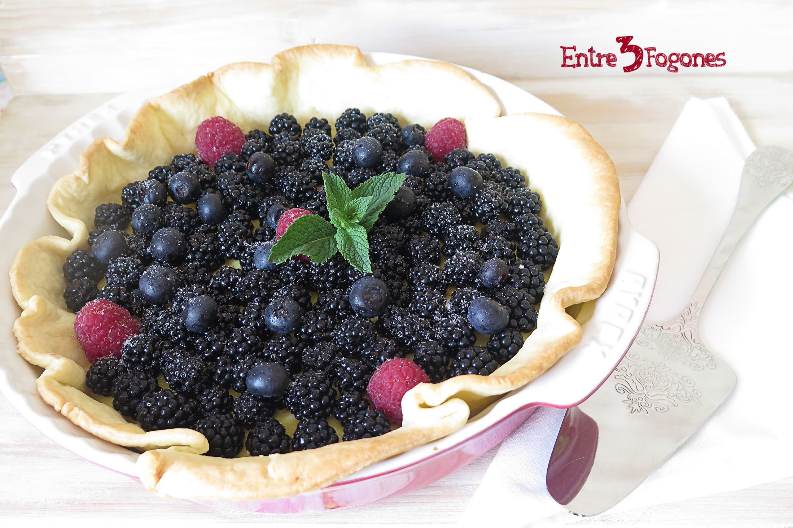 Photo of Tarta de Flan y Moras Silvestres