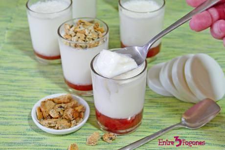 Yogur Griego Natural con Mermelada de Fresa