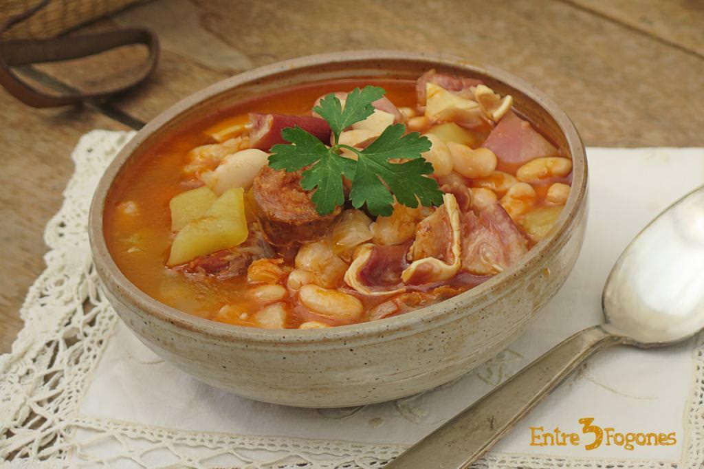 Potaje de Habichuelas con Chorizo y Oreja de Cerdo