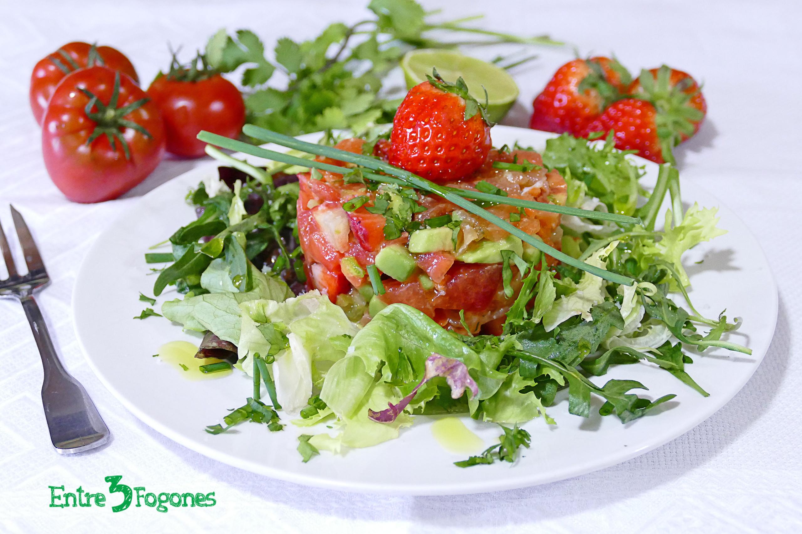 Receta Ensalada de Fresas y Tomate con Trucha Marinada