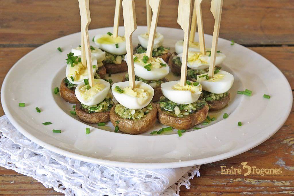 Champiñones al Ajillo con Huevo de Codorniz