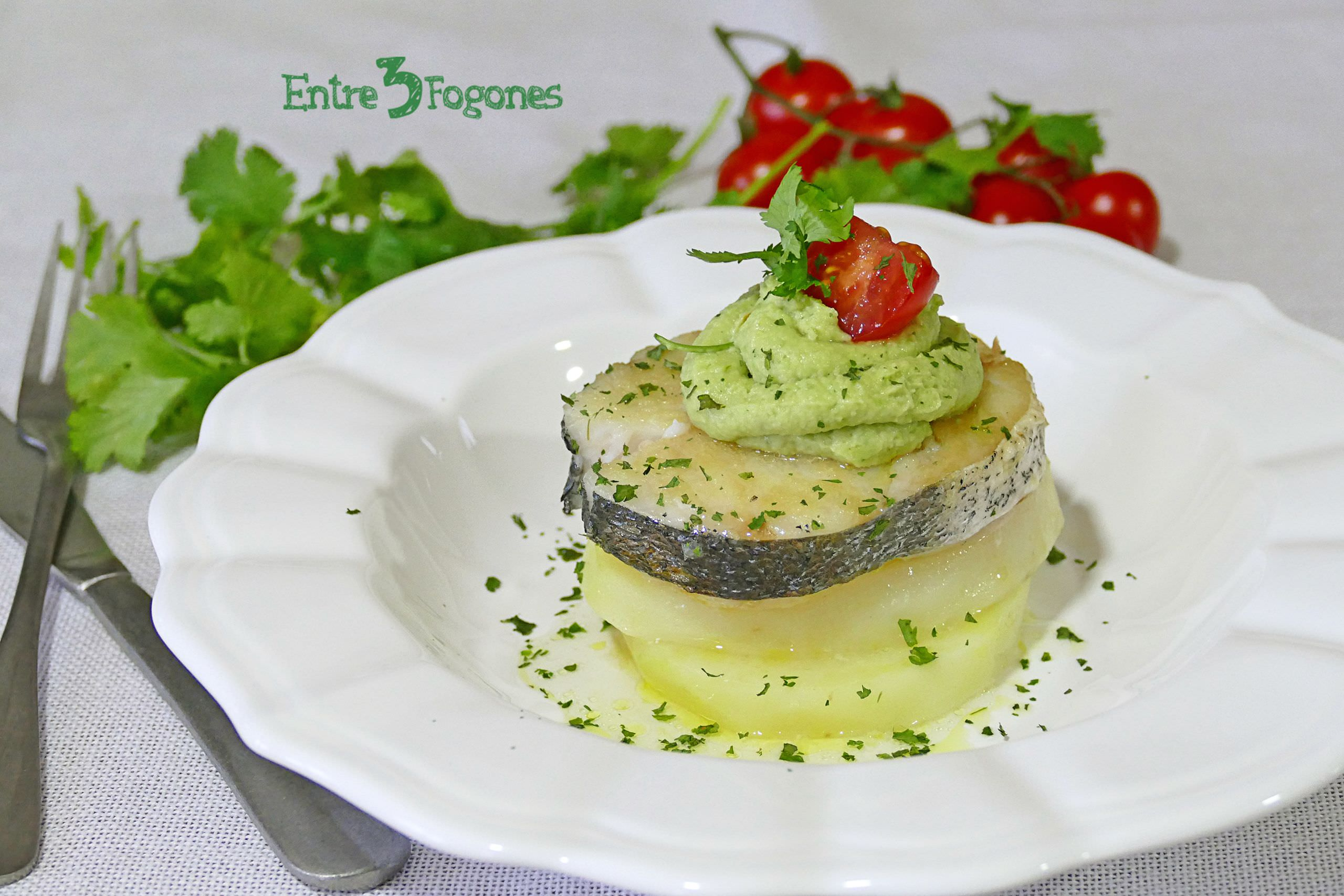 Photo of Merluza con Patatas y Mayonesa de Aguacate