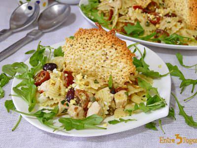 Ensalada de Pasta y Pollo con Queso