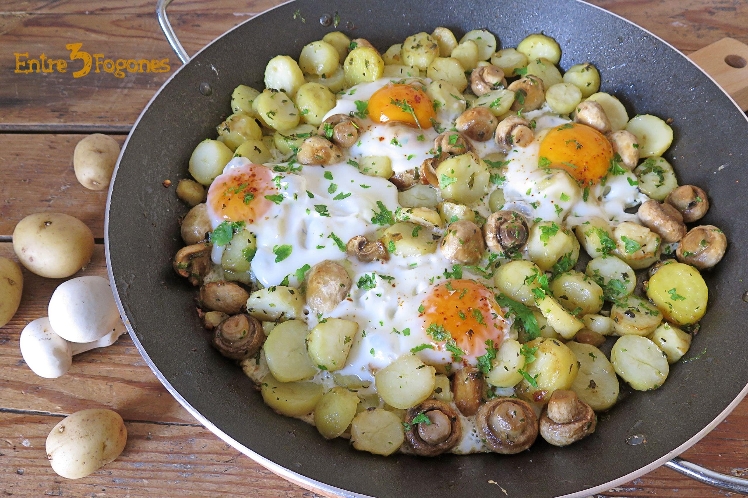Photo of Huevos Estrellados con Patatas y Champiñones