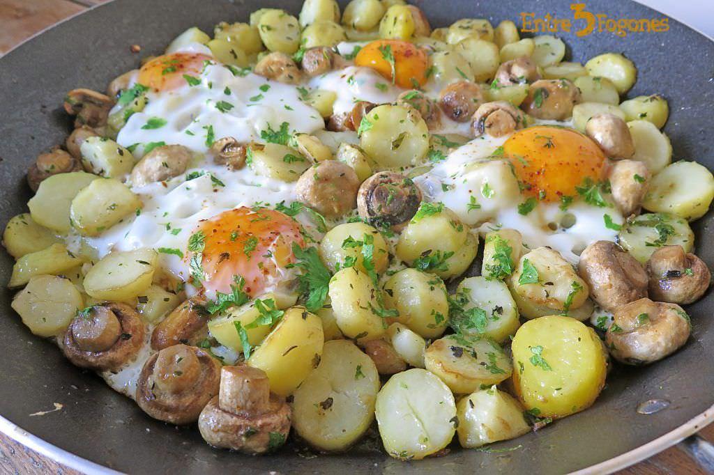 Receta Huevos Estrellados con Patatas y Champiñones