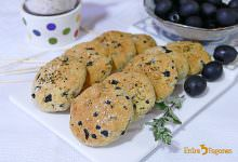 Photo of Galletas Saladas de Queso Parmesano y Aceitunas Negras