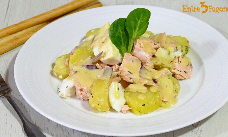Ensalada de Patata y Huevo con Salmón Fresco