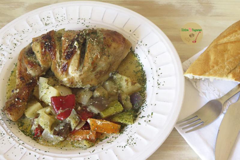 Pollo al Horno con Verduras y Picada de Almendras