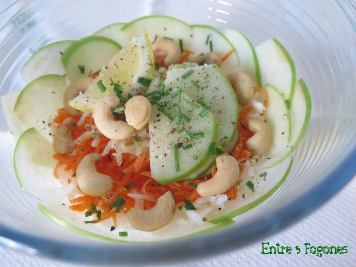 Ensalada de Apio-Nabo con Manzana y Anacardos