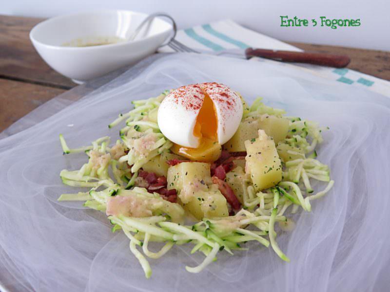 Ensalada de Patatas con Bacon, Calabacín y Huevo Mollet