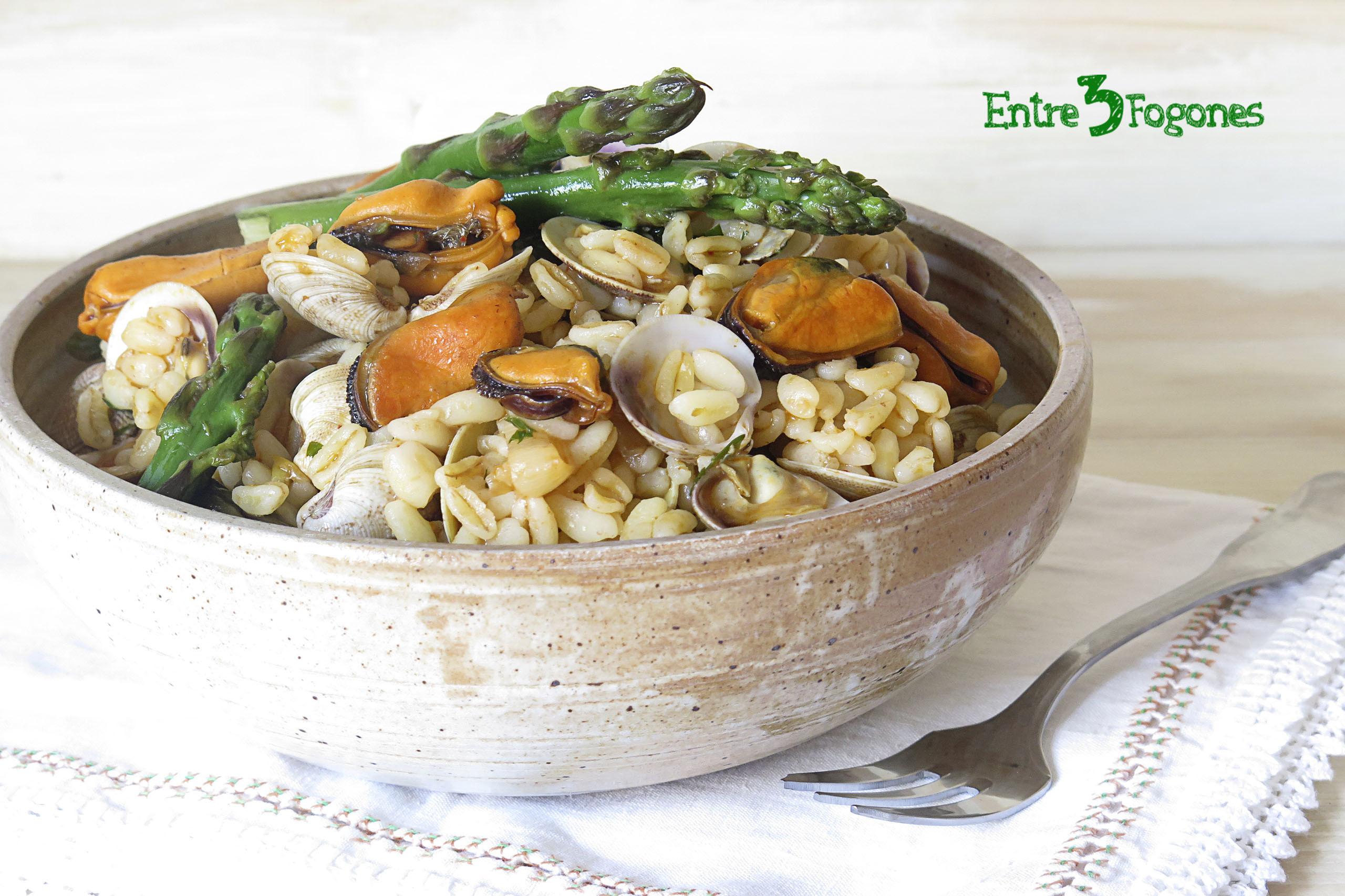 Ensalada de Trigo con Espárragos Verdes y Frutos del Mar