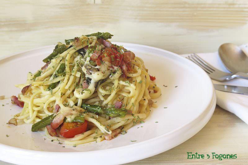 Espaguetis con Verduras y Bacon