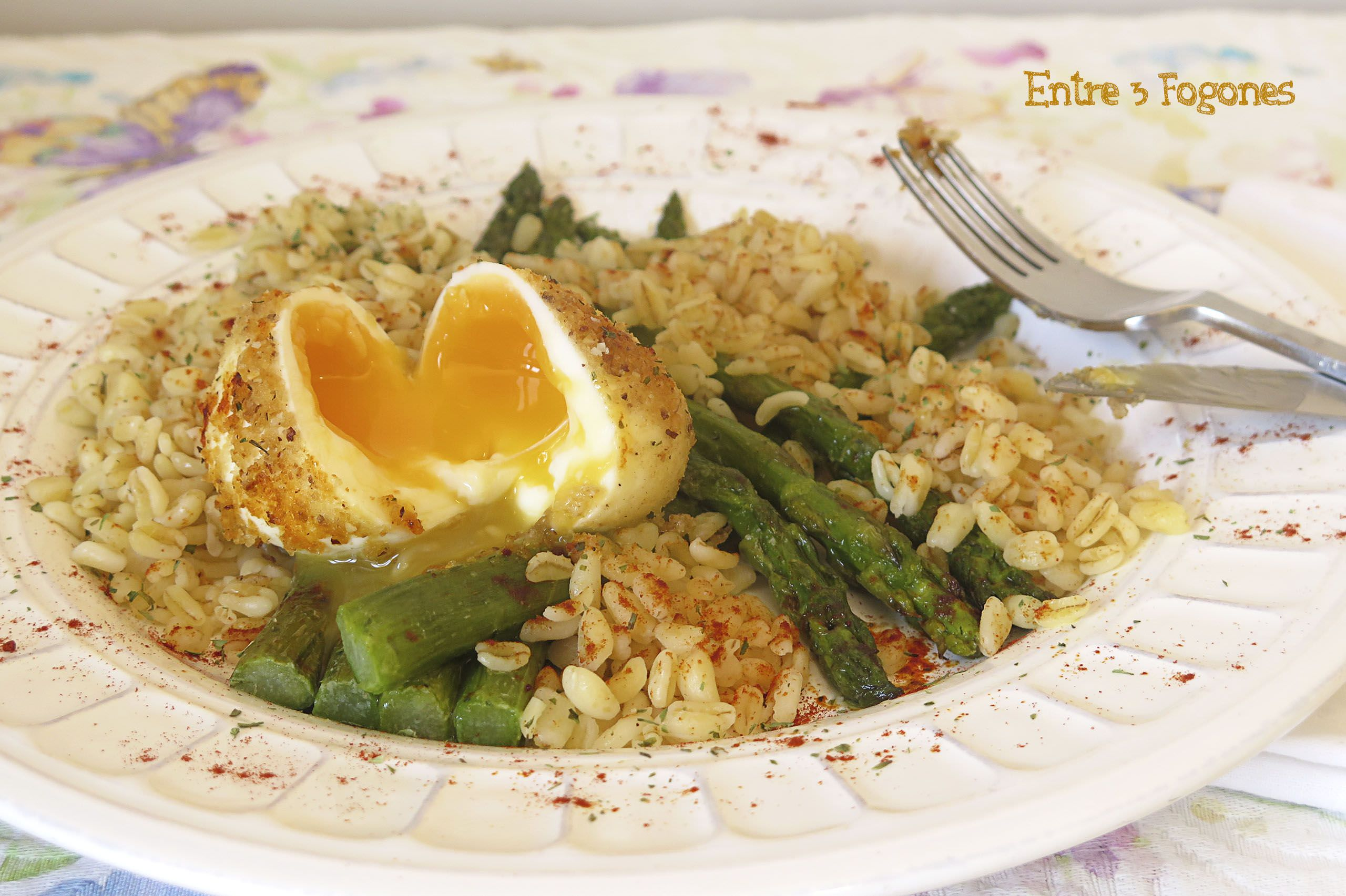 Photo of Espárragos Verdes con Huevo Mollet y Trigo Salteado