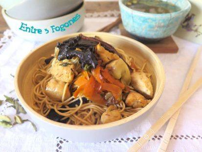 Fideos Chinos con Pollo y Verdura