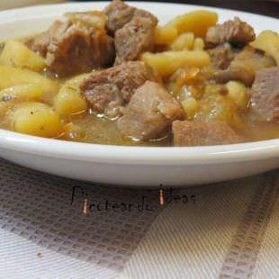 Guiso de Patatas con Carne y Tomillo
