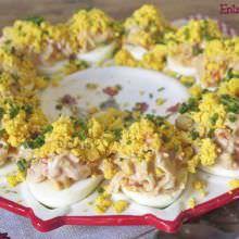 Huevos Mimosa Rellenos de Surimi y Atún con Salsa Rosa