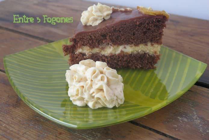 Tarta de chocolate y crema de melocotón