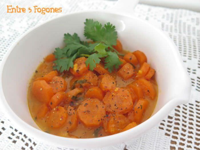 Guarnición de zanahorias en salsa de higos chumbos