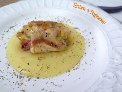 Jamoncitos de Pollo Rellenos de Serrano sobre Crema de Patata