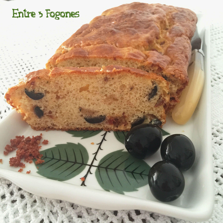 Photo of Cake de Tomates Secos Confitados, Aceitunas Negras y Serrano en Polvo