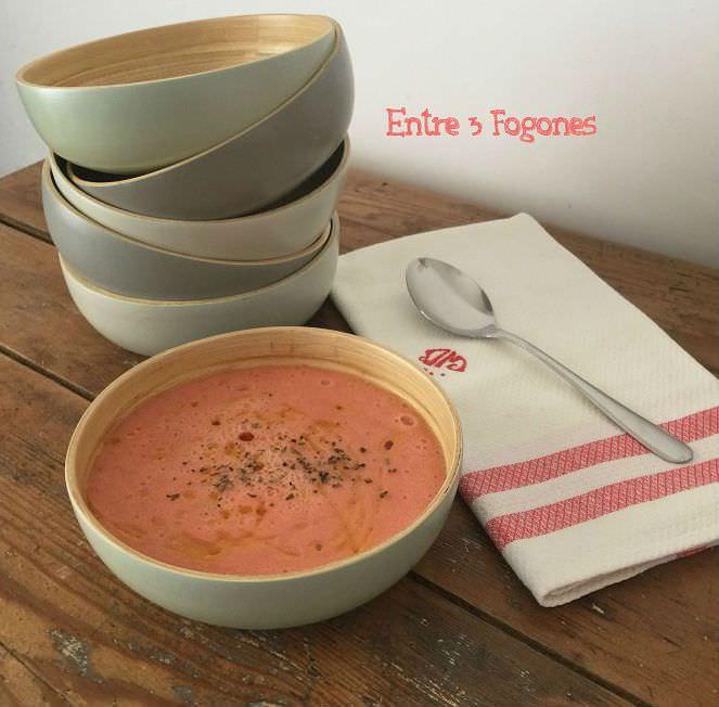 Sopa de tomate y melón al cilantro