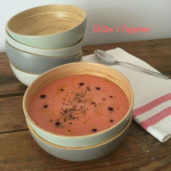 Sopa de tomate y melón