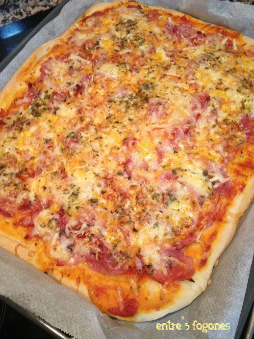 Pizza de verduras con masa casera