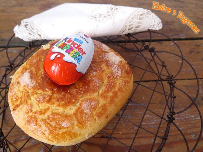 Mona de Pascua con Huevo Kinder