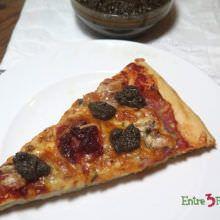 Pizza de Lacón con Sobrasada y Tapenade