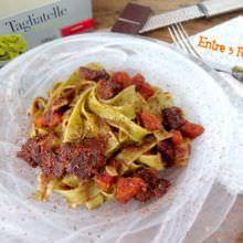 Tagliatelle de espinacas en salsa con ternera gallega