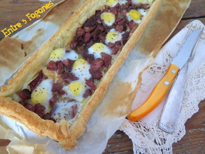 Tarta de Hojaldre con Lacón y Huevos de Codorniz