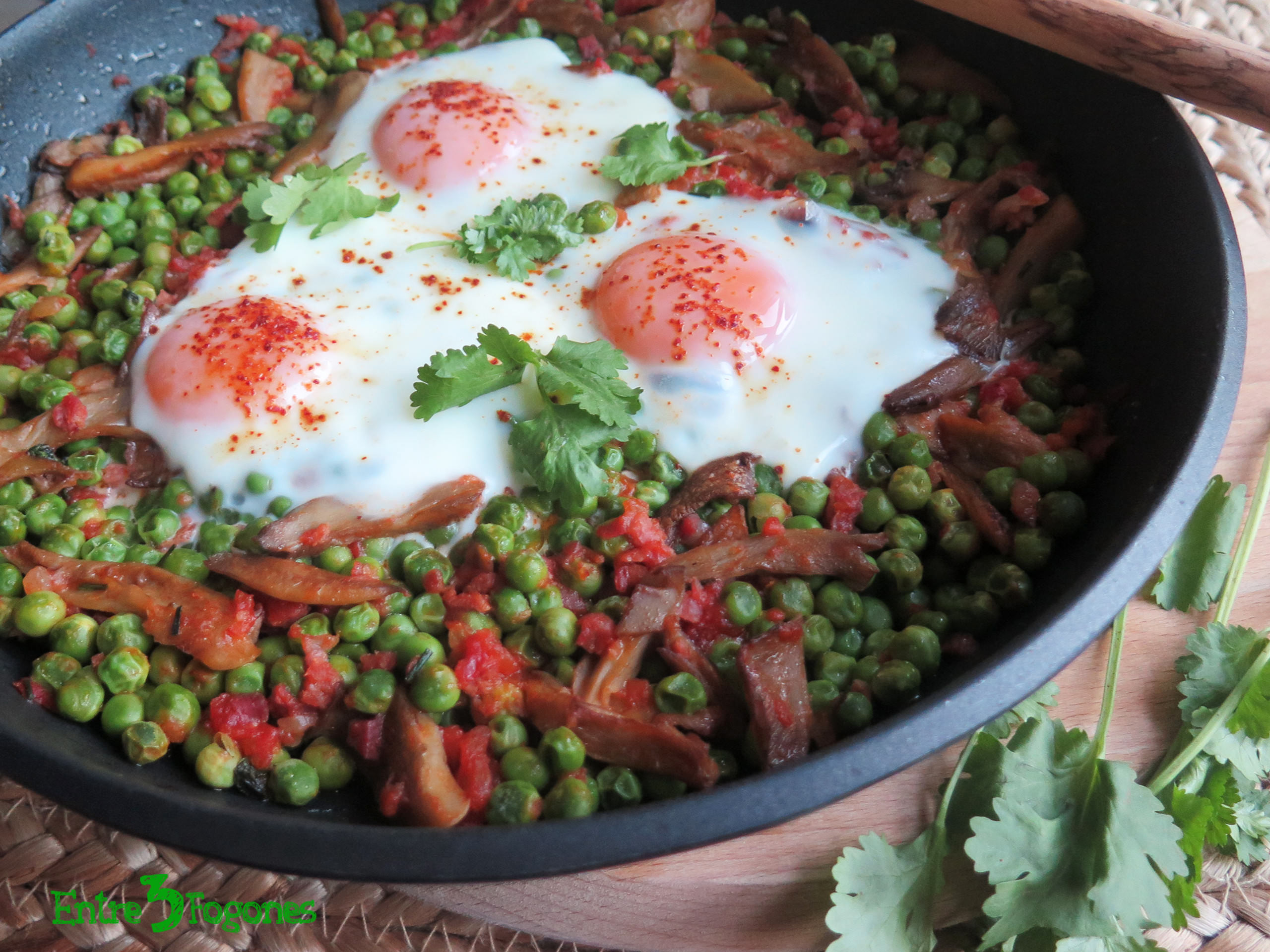 Receta Alverjas con Jamón, Setas y Huevo al Horno