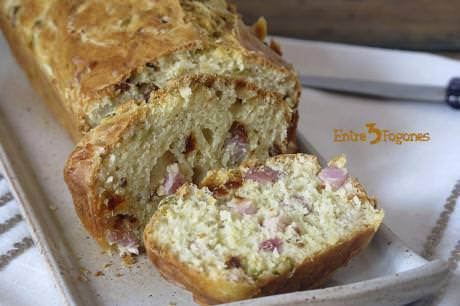 Receta Cake con Torreznos de Soria y Tomates Confitados