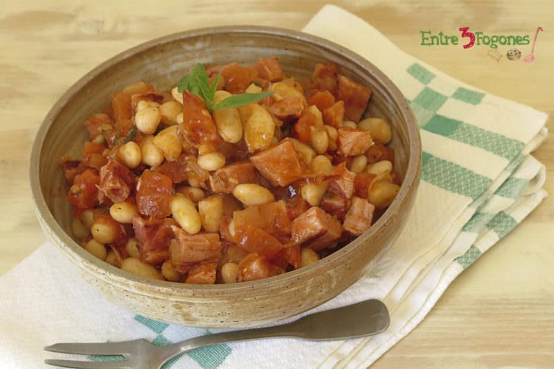 Receta Ensalada de Alubias Blancas con Jamón York y Salsa de Tomate