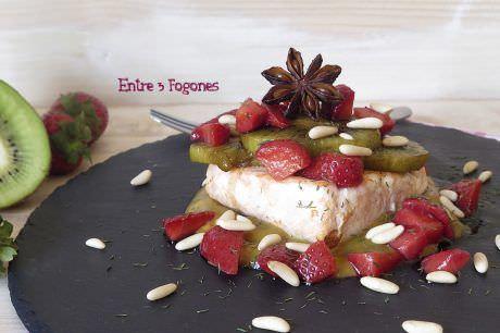 Receta Salmón a la Plancha y Kiwi con Vinagreta de Mostaza y Fresas
