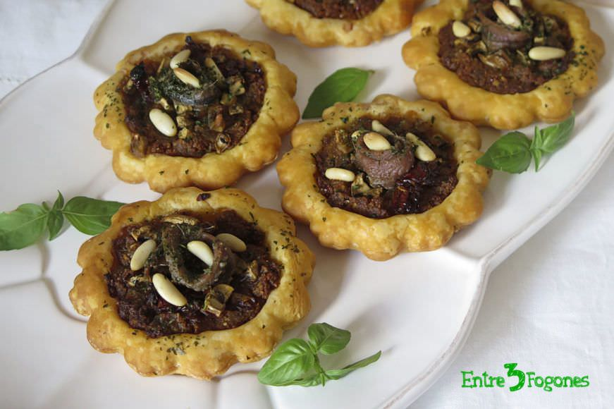 Receta Tartaletas de Hojaldre Rellenas de Champiñones y Pesto Rojo
