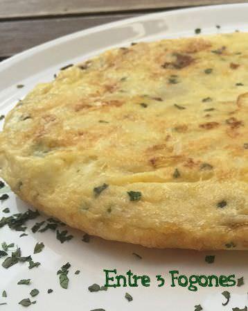 Tortilla de Patatas con Puerro y Cilantro
