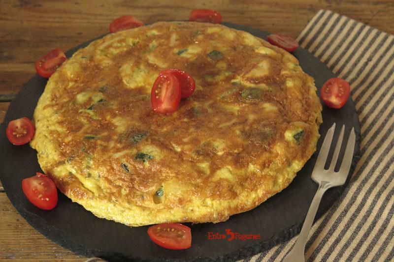Receta Tortilla de Calabacín y Patatas con Ajos Tiernos