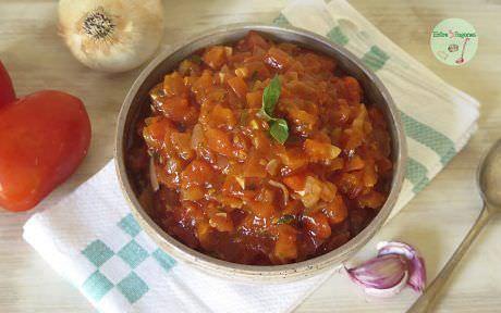 Salsa de Tomate Casera con Hierbas Aromáticas
